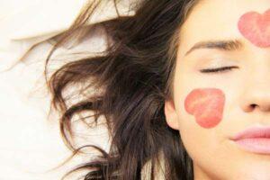 Co to jest kwas hialuronowy i jak wpływa na twoją skórę?